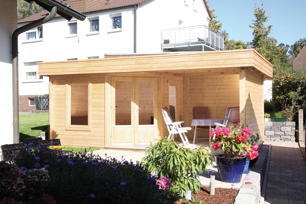 Gartenhaus Flachdach «550x299cm mit Terrasse 250 cm Fünf-Eck Holzhaus  Bausatz | vom Gartenhaus-Fachhändler